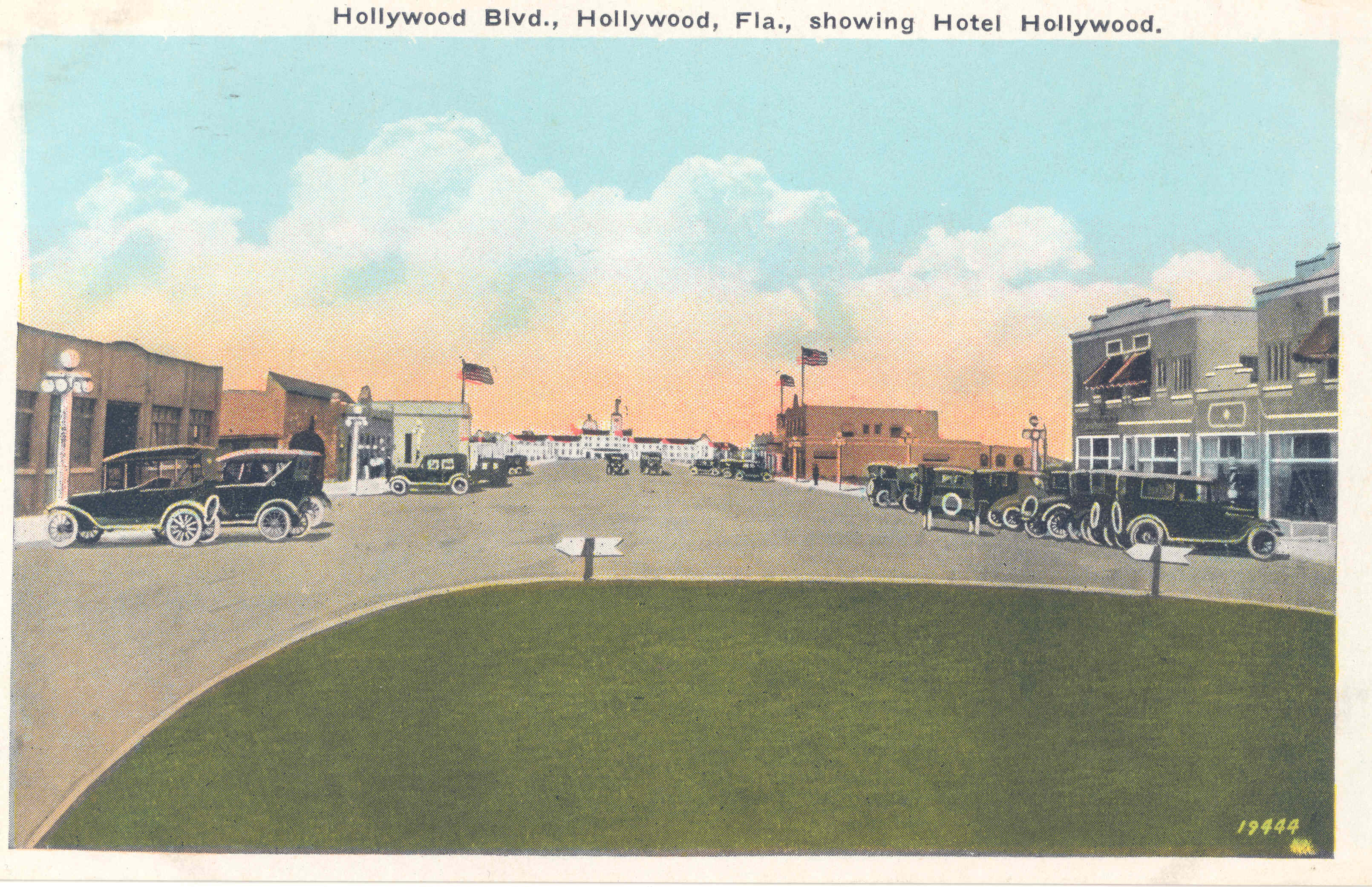 Hollywood Blvd., Showing Hotel